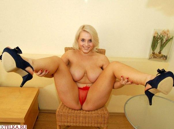 pishnaya-blondinka-porno-porno